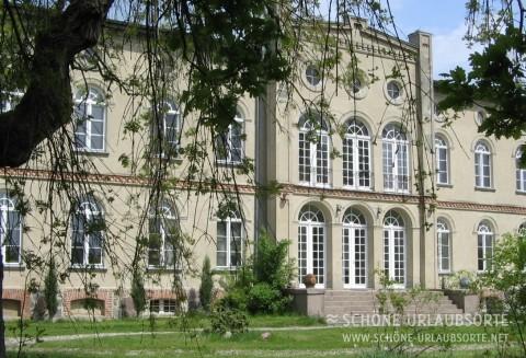 Ferienwohnung - Mecklenburgische Seenplatte - Gutshaus am See