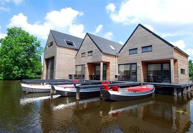 Werft IJlst : Häuser mit eigenem Boot