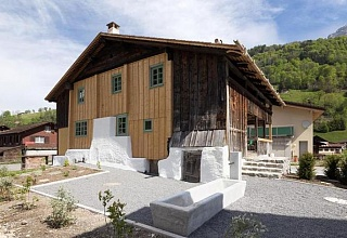 Holzhaus von 1450 in schweizer Bergen